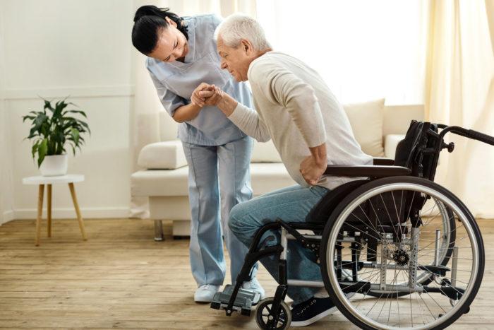 Aidante à domicile pour une personne handicapée